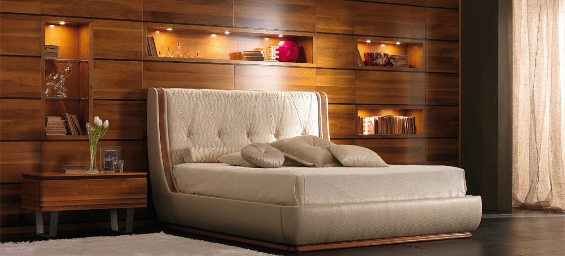 . Cantiero mobili classici in massello di noce in provincia di Ragusa ...